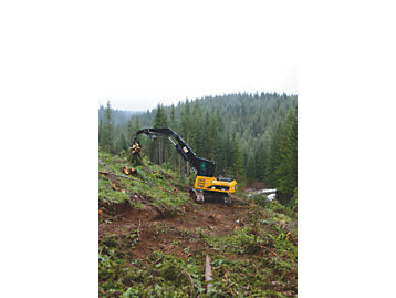 A Cat® 324D Forest Machine at work for Oregon-based D&S Logging.