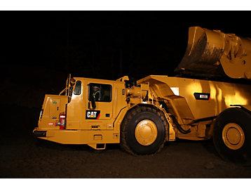 تدريب مشغلي الشاحنات المفصلية المخصصة للعمل تحت الأرض