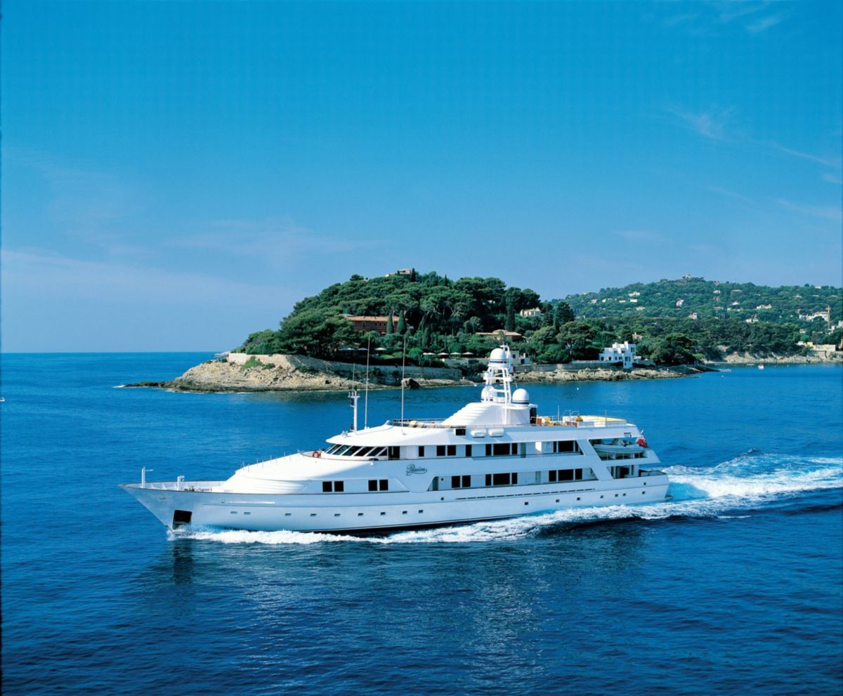 """Cat® Concierge Serves as """"Safe Haven"""" for Luxury Yacht Experiencing Engine Trouble"""