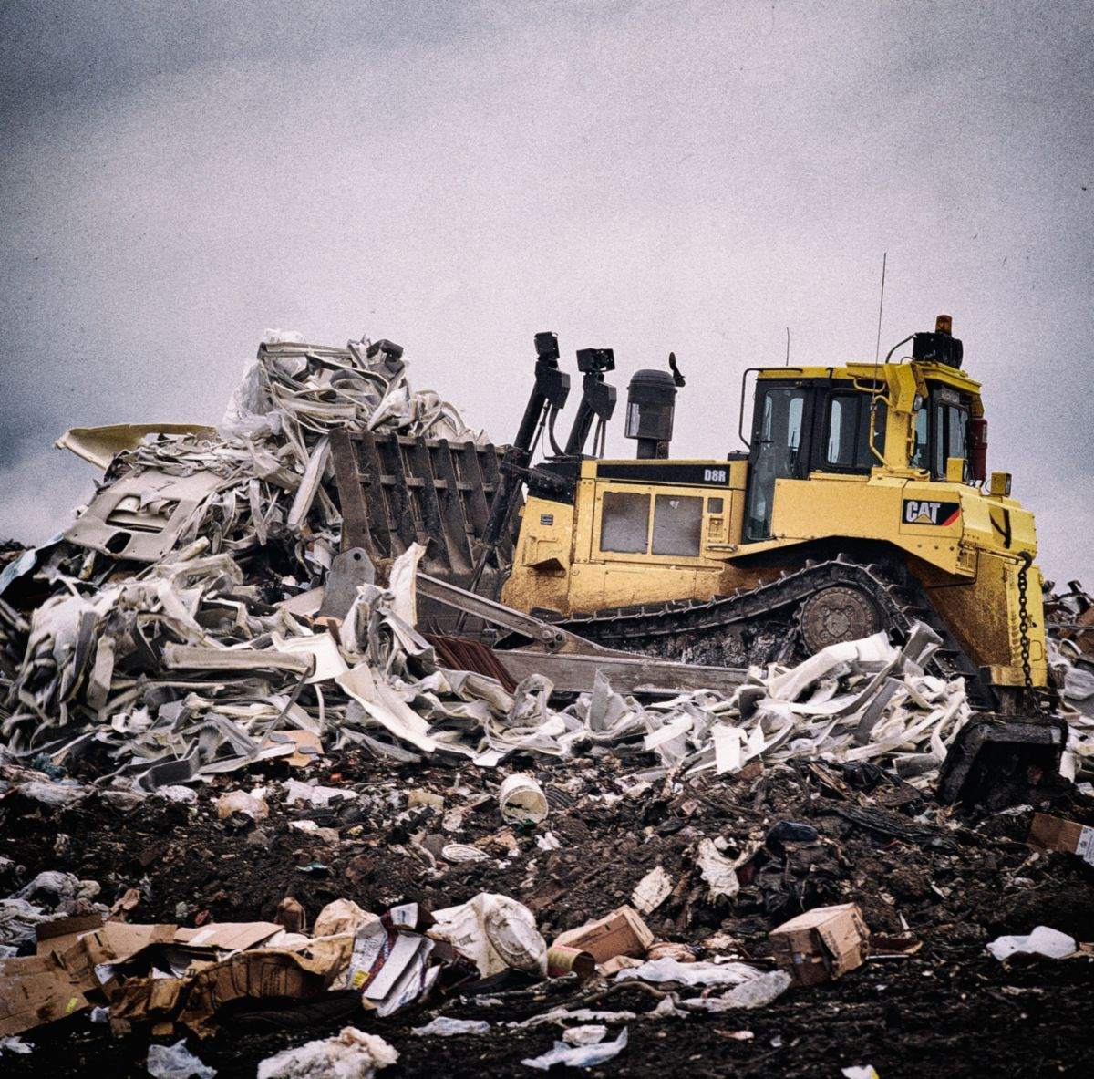 Caterpillar machine pushing waste.