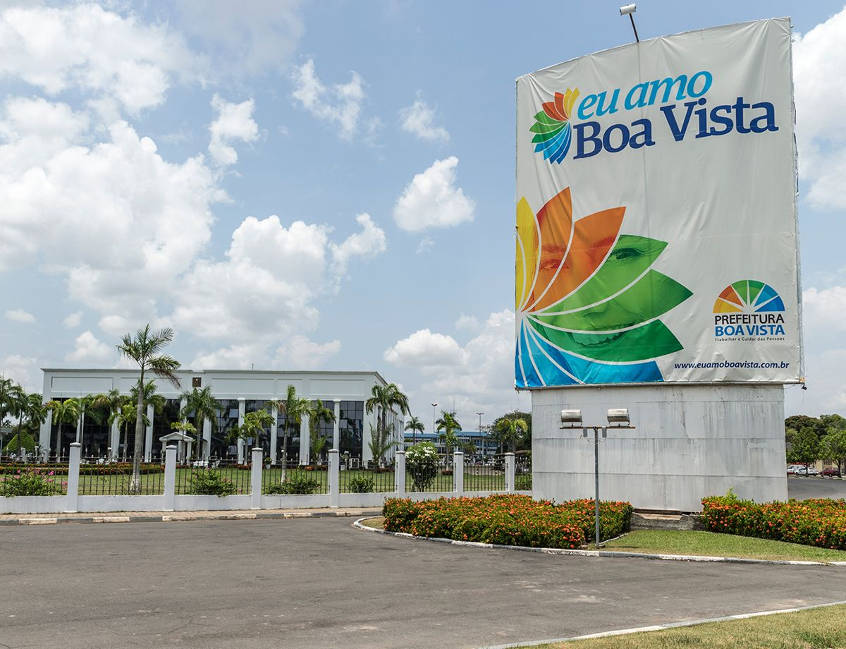 In 2009, the aging power generation equipment in Boa Vista began to fail, and the amount of power available from Venezuela was insufficient for meeting the region's needs.