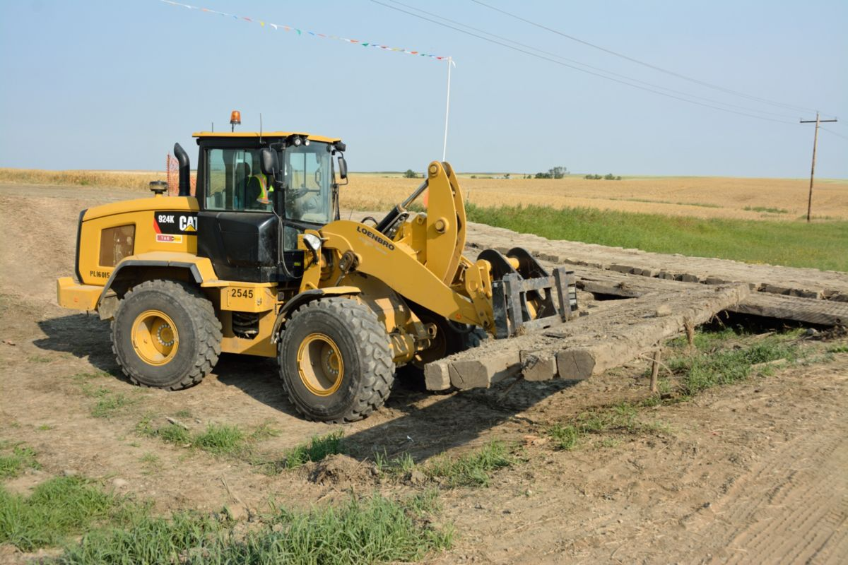 A 924K Wheel Loader is one of more than 100 Cat® machines in Loenbro's machine fleet.