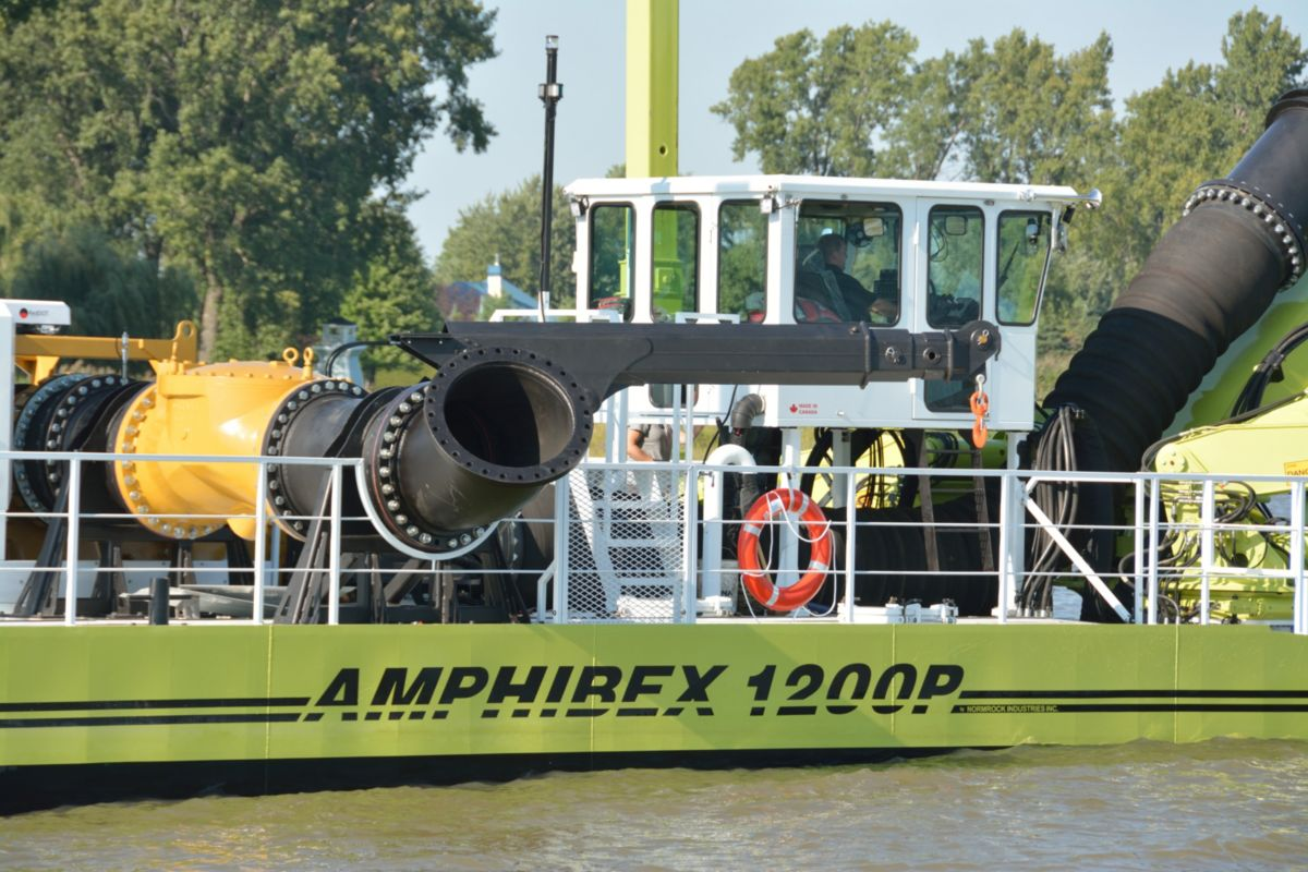 The Amphibex is tremendously powerful and maneuverable in marshy or aquatic environments, and carries highly sophisticated positioning devices.