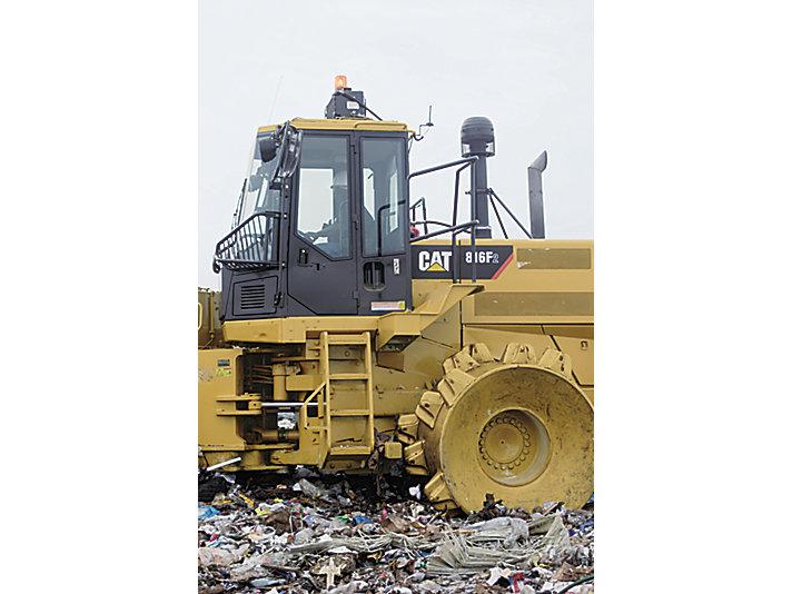 816F 系列 2 垃圾填埋压实机