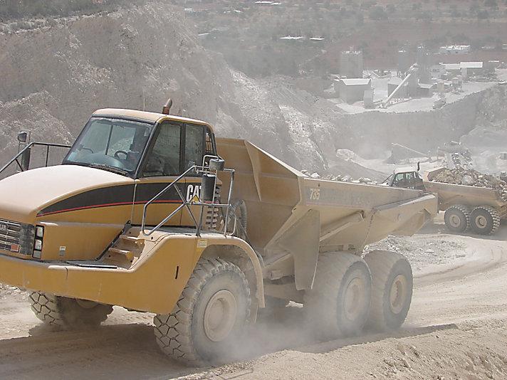 735 Articulated Trucks
