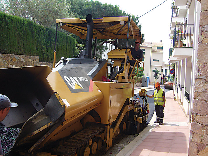 AP655D Track Asphalt Paver