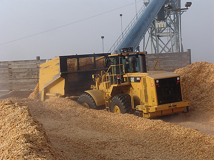 824H Wood Chip Scoop Medium Wheel Dozer