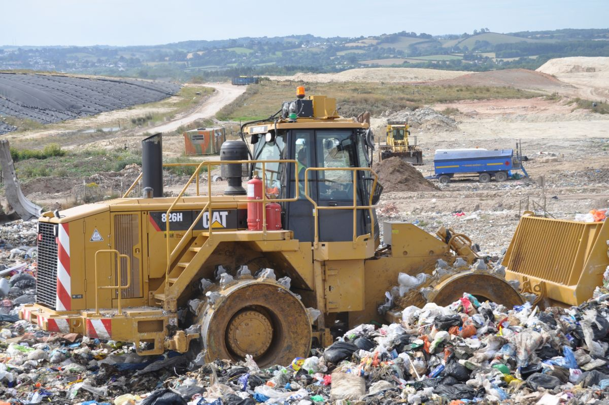 Landfills With Tractors : New h landfill compactor for sale thompson agriculture