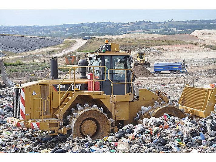 826H - 2011, Compactadores de Rellenos Sanitarios Globales