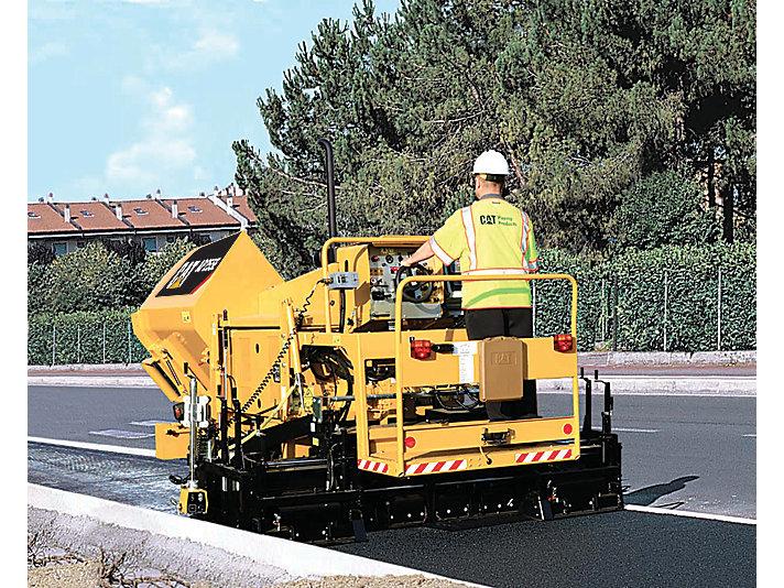 AP255E asfaltmachine op rupsen