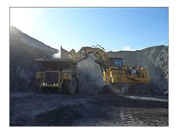 La Pelle hydraulique 6040 à l'œuvre dans une mine de Sokndal (Norvège)