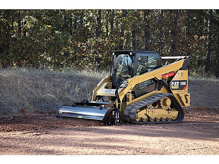 作業中的 Cat® 289D 小型履帶裝載機與 LT18B 景觀翻耕機