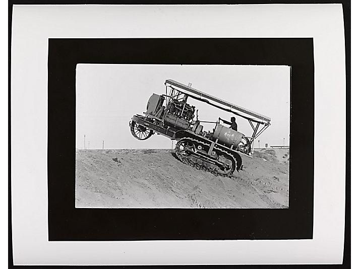1914  Benjamin Holt制造了Holt 75 履带式拖拉机