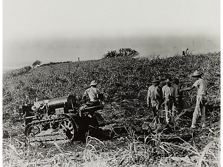 C.L. Best 30 tractor working in Mexico, 1923.