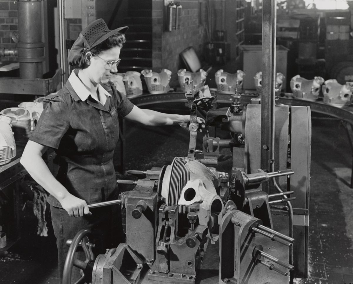 Employee working in the Aluminum Foundry, 1944.
