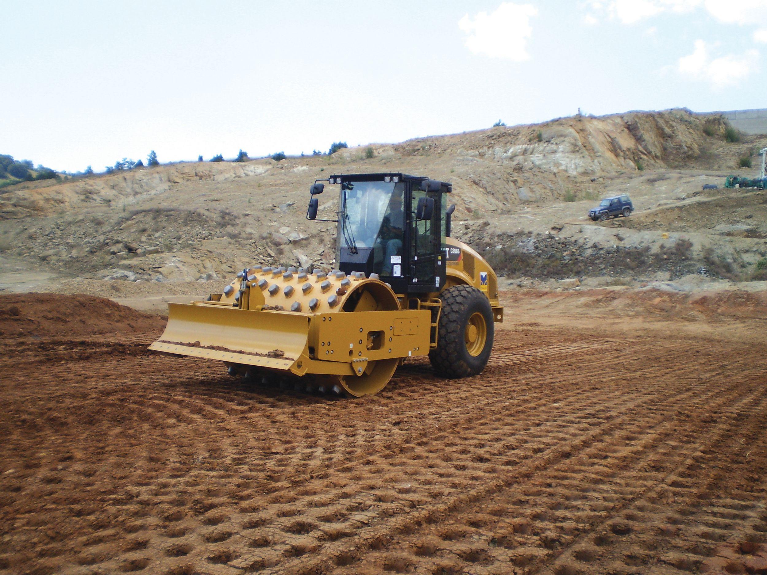 TENA SA convirtió este trabajo de pesadilla en un sueño con la ayuda de una nueva tecnología de medición de la compactación del suelo integrada en la máquina llamada Machine Drive Power, o MDP.