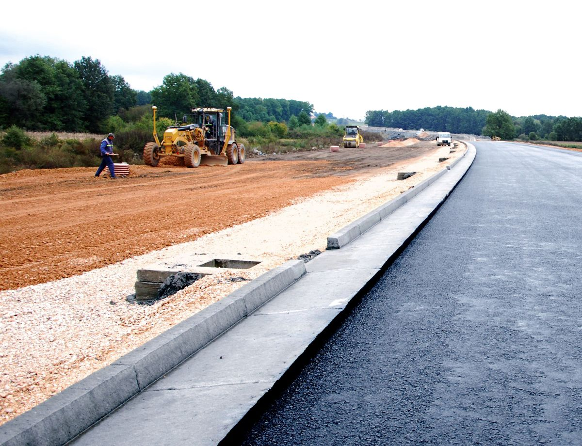 A Bosnia company used AccuGrade on one of the biggest and most important projects in the country – constructing a road linking Banja Luka and Doboj.