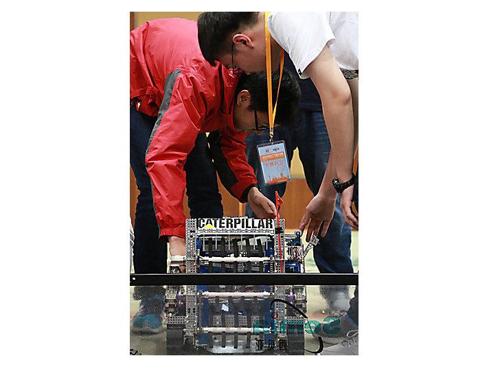 卡特彼勒中国研发中心支持参赛队伍参加2016年中国FIRST科技挑战赛
