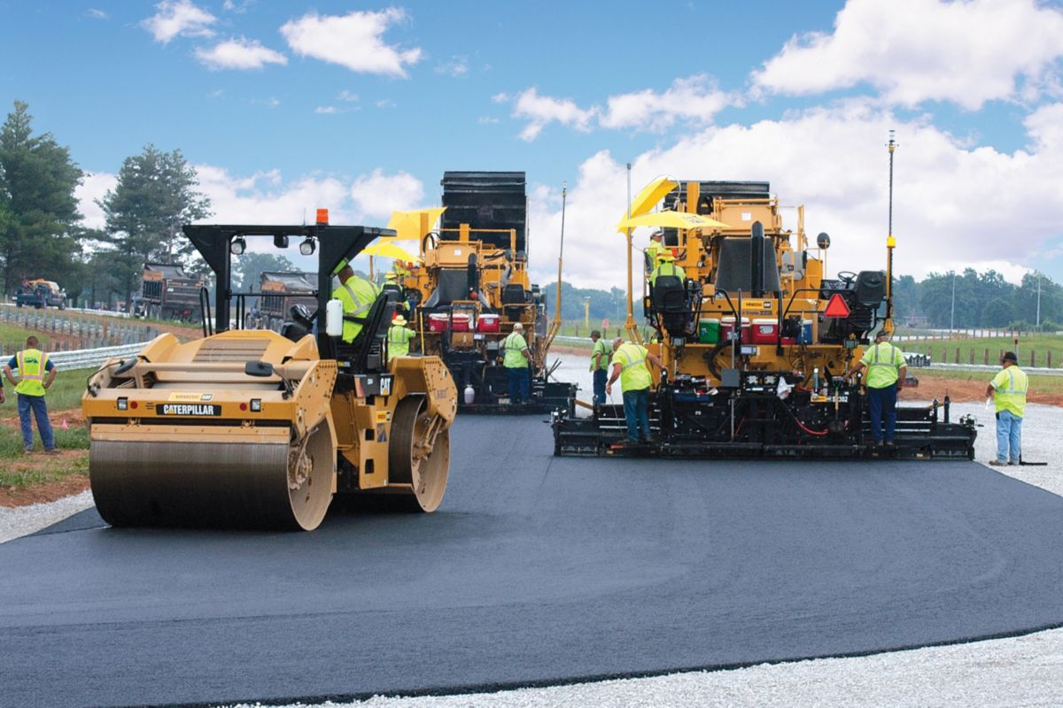 The specifications required echelon paving to eliminate a cold longitudinal joint.