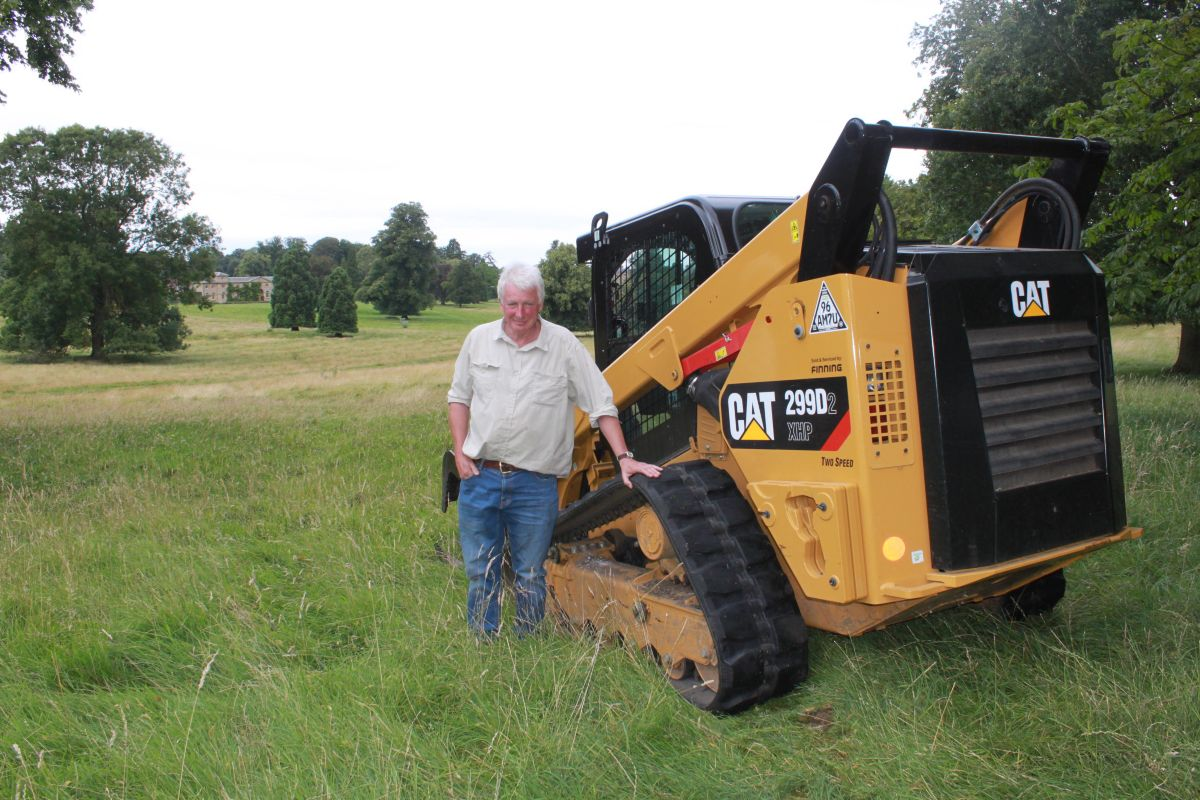 Charles Wake, whose family has been at Courteenhall Estate since 1673, turned to the versatile Cat® 299D2 XHP when the 370-acrew park required maintenance.