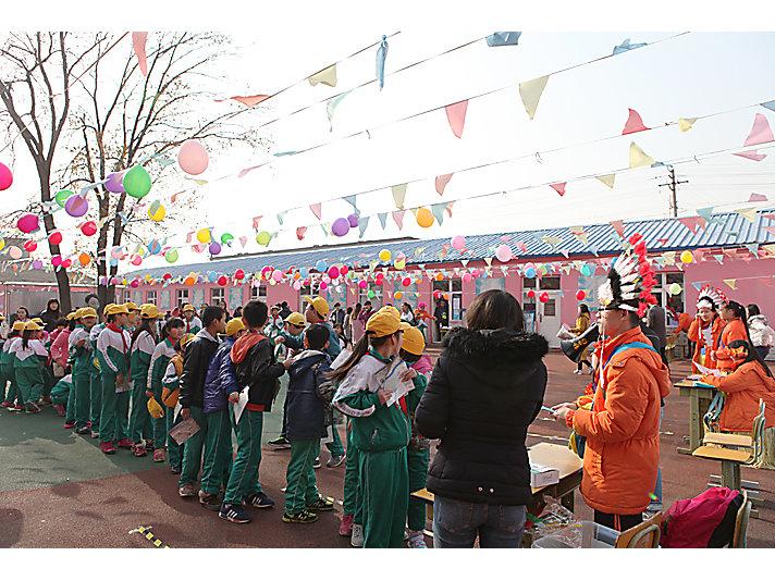 新龙学校学生们热情参与嘉年华