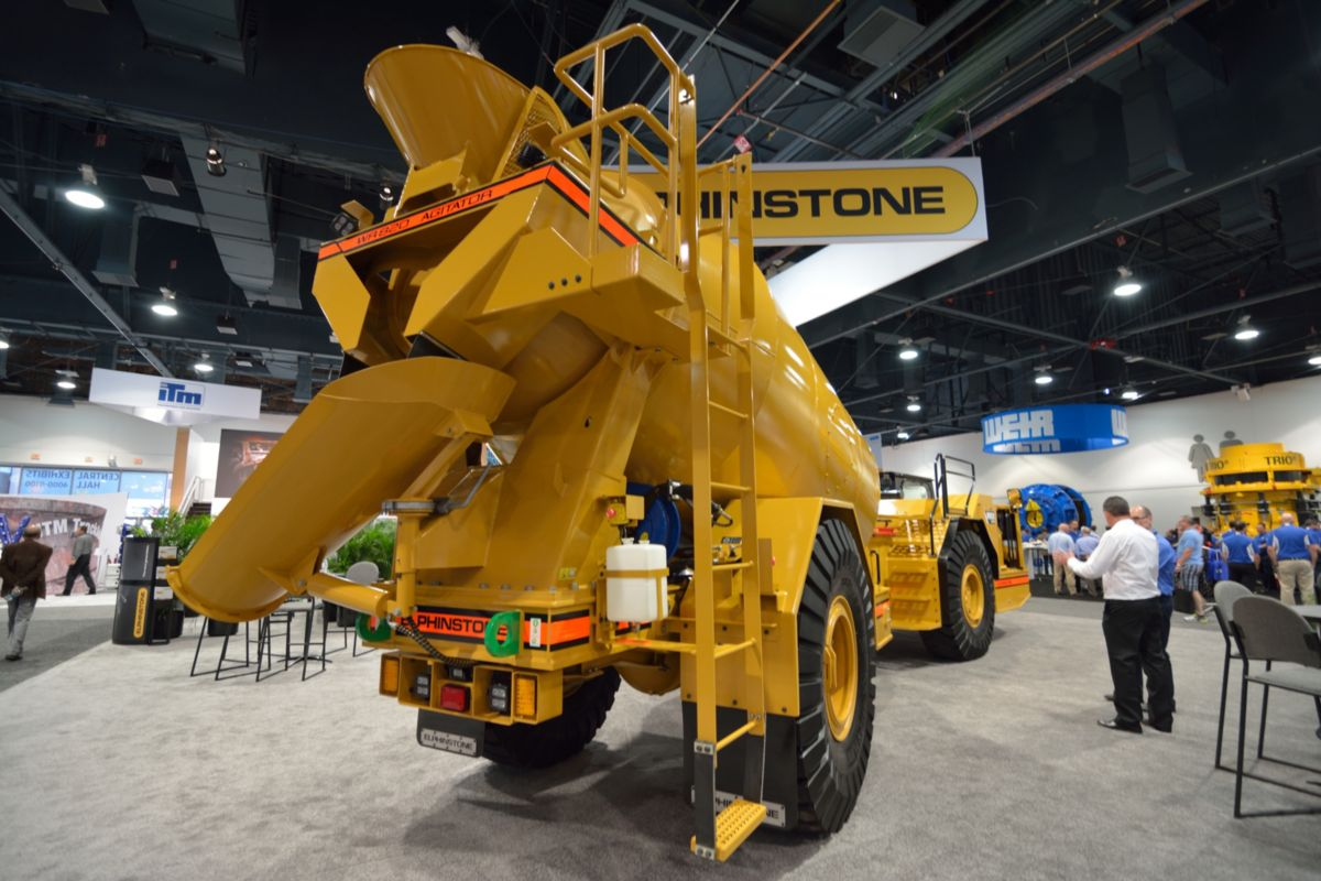 Elphinstone's new WR820 Agitator is a purpose built 10.5 cu. yd. (8 m3) platform, specific for underground applications.