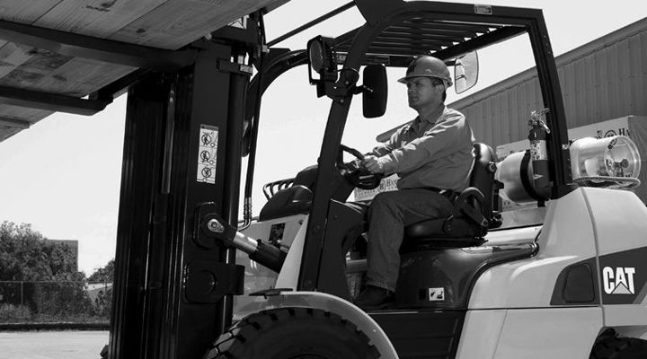 Material Handling With Cat® Forklifts