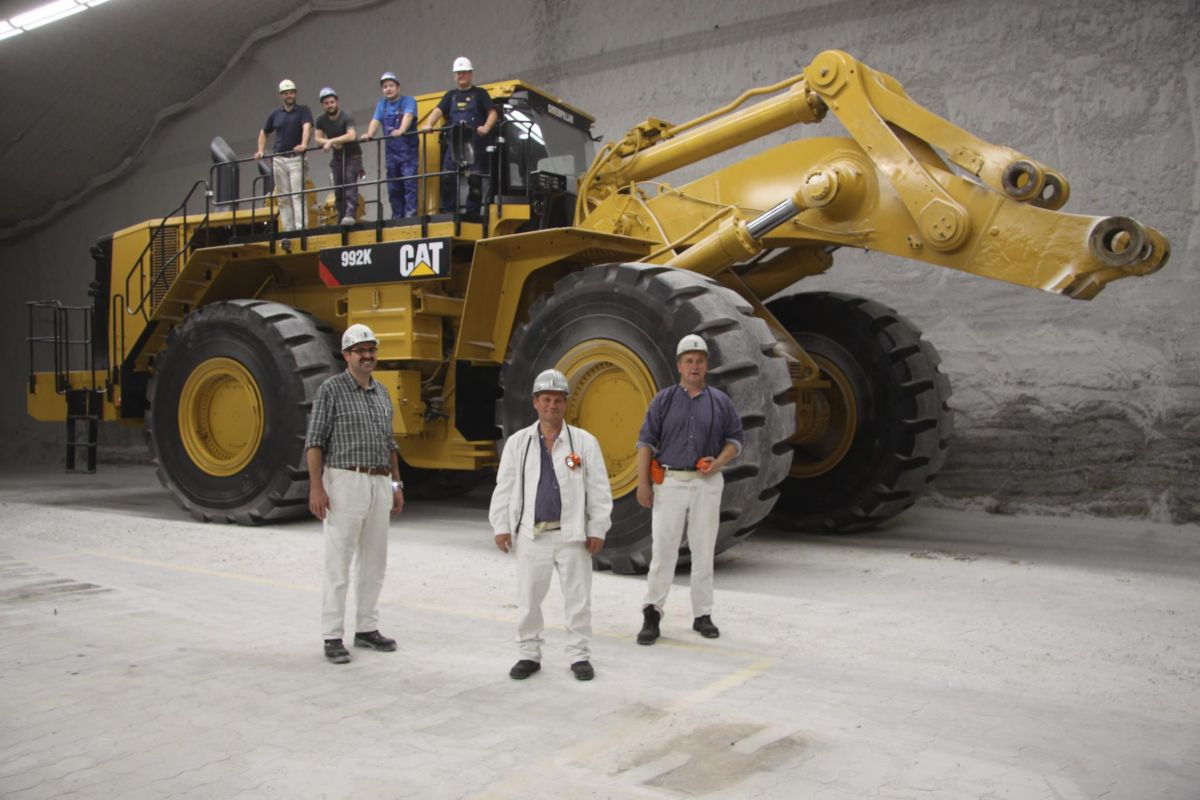 Working together, K + S and Cat® dealer Zeppelin customized the 992K for its challenging work deep below ground.