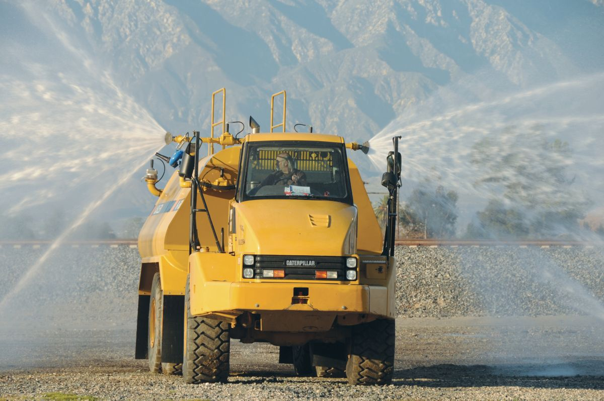 Klein tank designs match up with all Cat® Off-Highway Trucks as well as Cat Articulated Trucks and offer capacities from 5,000 to 40,000 gallons.