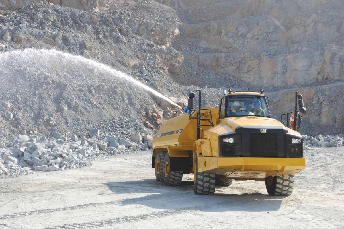 Klein water trucks are available to construction and mining customers worldwide through the Cat® dealer network.