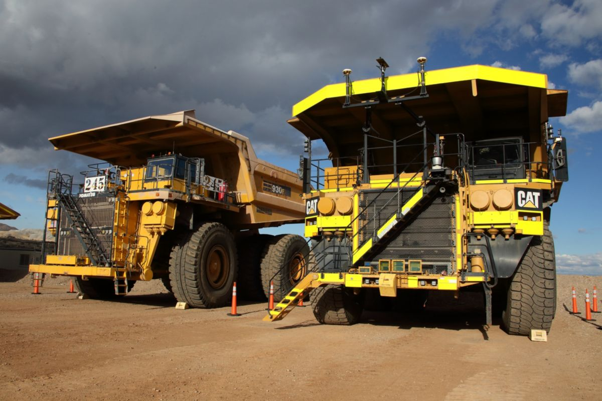 Cat MineStar - Command for Hauling Expands to Include the Cat 797F and Komatsu 930E - Autonomous Mining