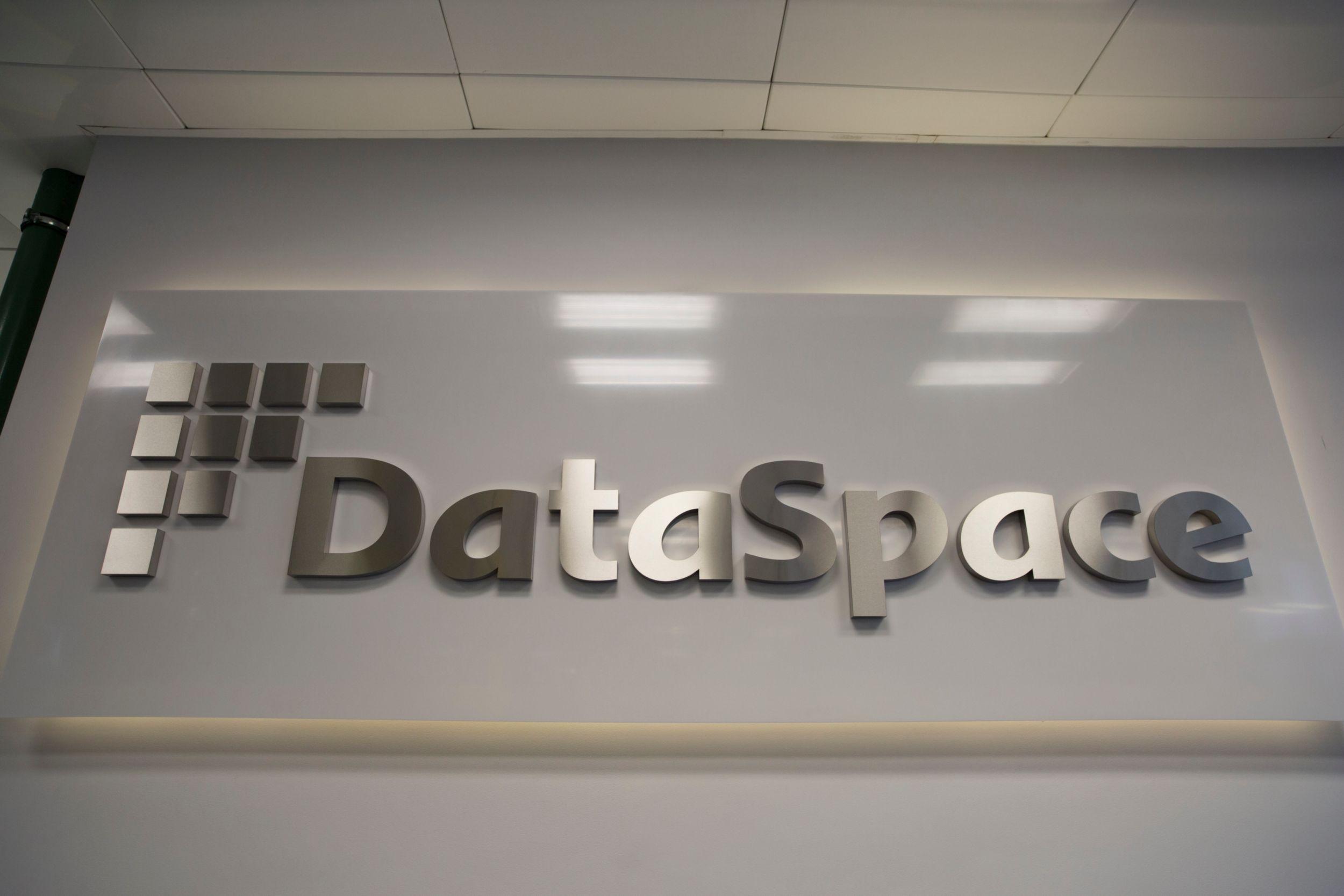 DataSpace является первым в России центром обработки данных, который предоставляет надежное вычислительное пространство, оборудование и сеть высокой пропускной способности для ведущих российских и международных финансовых организаций, а также телекоммуникационных компаний, работающих в России.