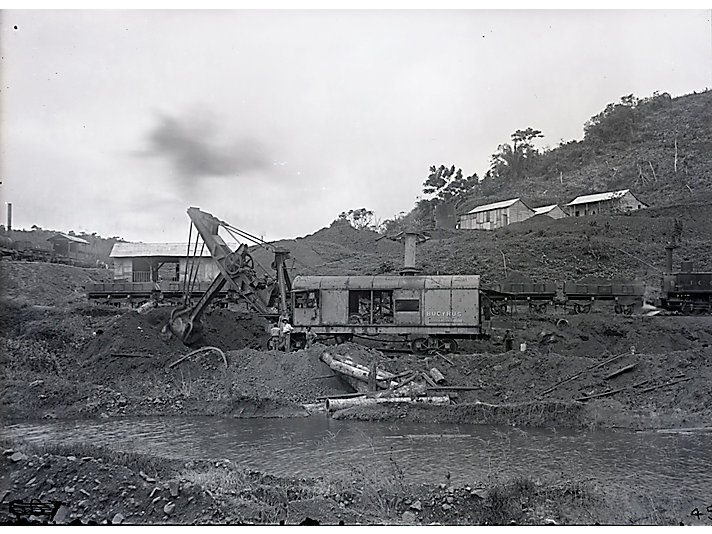 Bucyrus steam shovel at work in 1906.