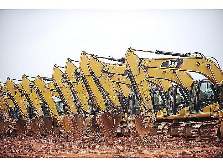 事业成功路上的陪伴与相守:CAT®(卡特)挖掘机助他事业腾飞
