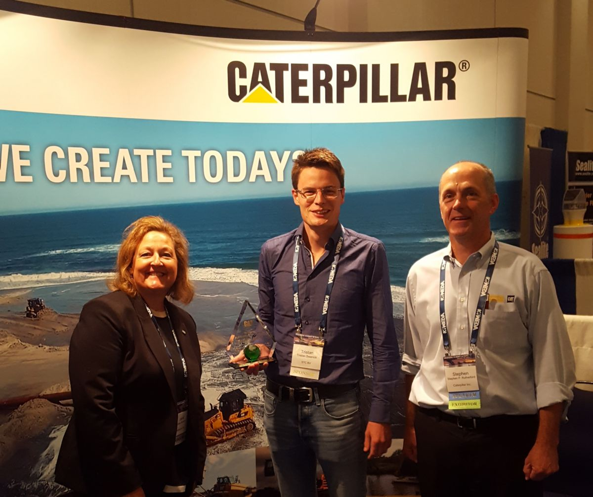 Caterpillar representatives Janet Kirkton and Stephen Rutherford presented Tristan Swanink of STC B.V. with our Caterpillar Excellence Award for Sustainability in Process Innovation.