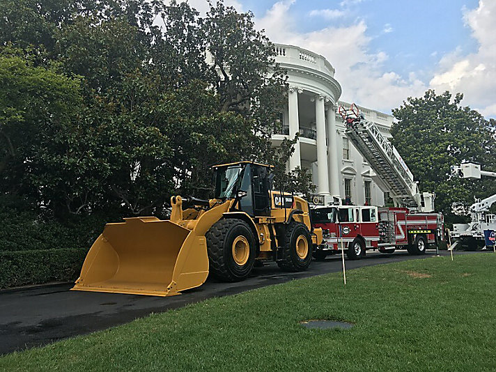 A Cat® 966M wheel loader adorning the South Lawn of the White House.