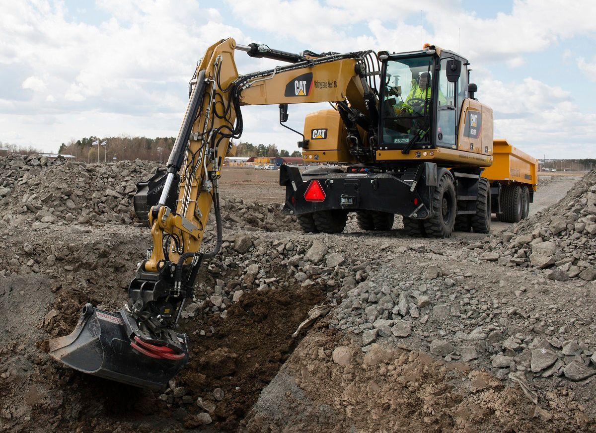 The Cat tiltrotator minimizes machine repositioning by offering 360˚ rotation and 2 x 40˚ tilting.