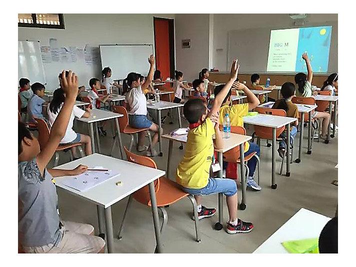 卡特彼勒志愿者继续开展外来子弟学校英语夏令营