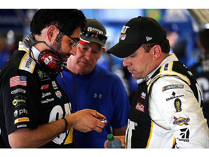 Ryan Newman reviewing images on S60 Smart Phone