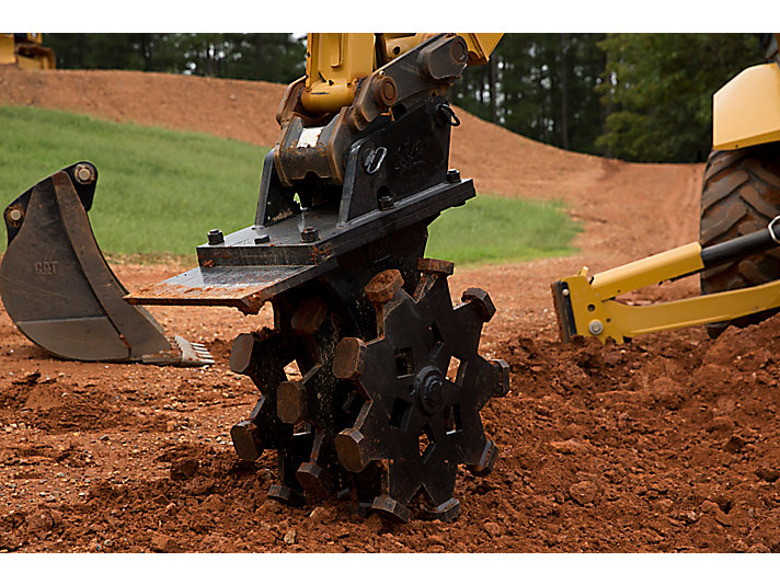 Compacting heavy clay with Cat® Compaction Wheel