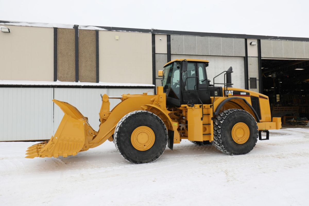 The machine received an upgraded camera system, tire monitoring, idle engine control, and auto lube – all things that contribute to lower cost per hour, increased productivity and increased operator safety. Ultimately, this 980H was given a second life.