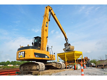 LeBlanc Marine Relies on Cat® Material Handlers and Excavators