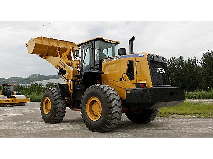 山工机械对以高效、可靠、耐用著称的SEM 655D装载机的外形进行了全面升级改版