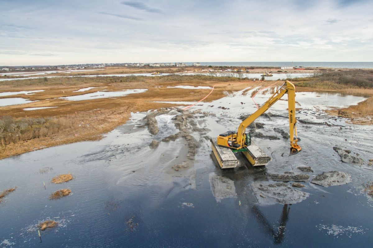 Dredging is niche work, and to be completed efficiently requires purpose-built machines. Caterpillar provides dredging contractors with everything from the smallest Cat® skid steer loader to the largest hydraulic excavator.