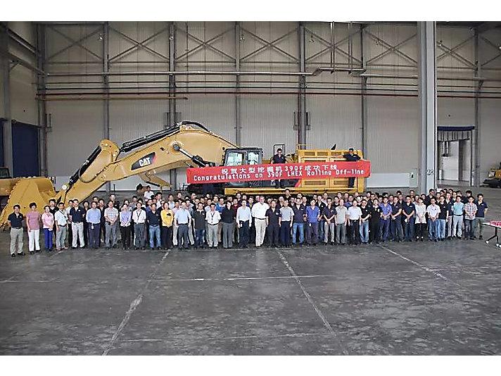 2014年 祝贺Cat@390F大型挖掘机成功下线