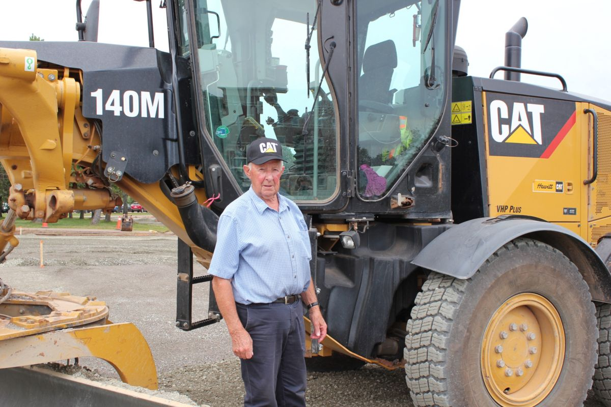 Over 60 years of hard work using 4 generations of Cat® motor graders turned Roland Bushey into a legend.
