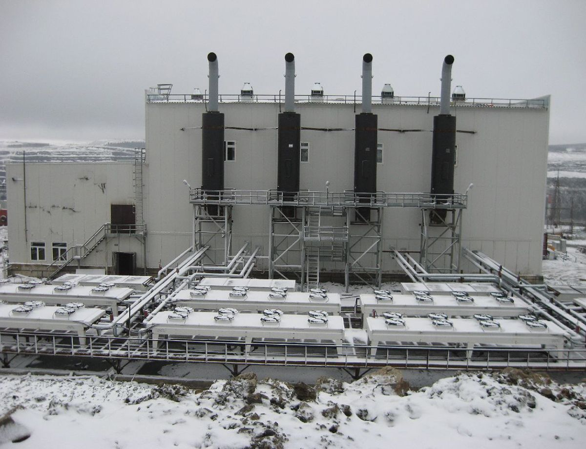 The 17.2 MW CHP plant, run by four Cat® 3616 generator sets rated at 4.3 MW, is the first power plant in Russia to run on crude oil.