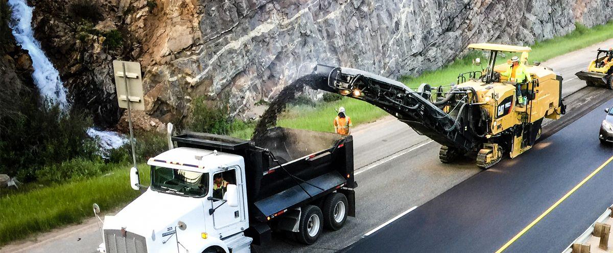 PM822 asphalt milling machine/cold planer milling a highway