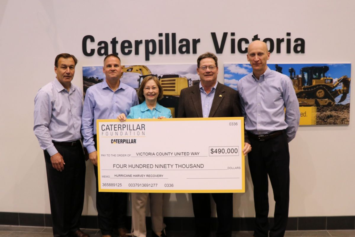 Pictured, left to right are Caterpillar Group President Tom Pellette, Caterpillar Excavation Division Vice President Zach Kauk, United Way Executive Director Dolly Stokes, United Way Board of Directors President David Edwards and Caterpillar Group President Bob De Lange.