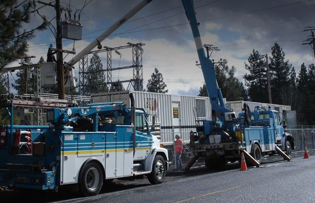 Replacing utility poles, company parallels Cat® power modules